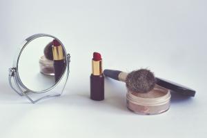 Selección de productos indispensables para un buen maquillaje para comprar Online – Los mejores