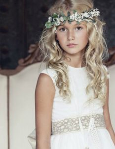 Listado de peinados con diadema de flores para comprar online